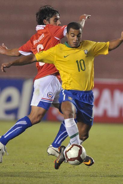 Chile bajó los brazos paulatinamente y Brasil se floreó. Anotó el 4-1 a...
