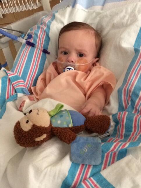 Así se recupera el bebé de Carlitos 'el productor' en el hospital img-78...