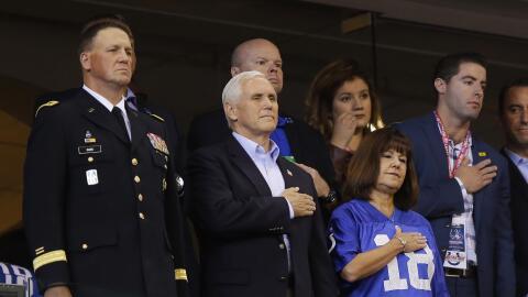 El vicepresidente Mike Pence se retiró de un juego de la NFL lueg...