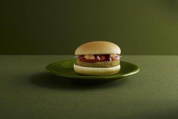 India - Potato-patty McAloo Tikki con tomate, cebollas y mayonesa vegeta...