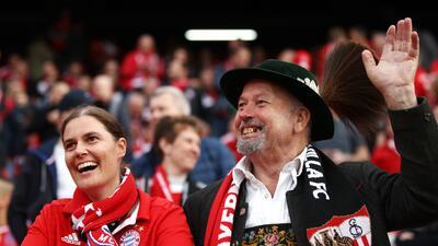 Alegría y buen ambiente: los aficionados llenaron el Sánchez Pizjuán para el Sevilla vs. Bayern