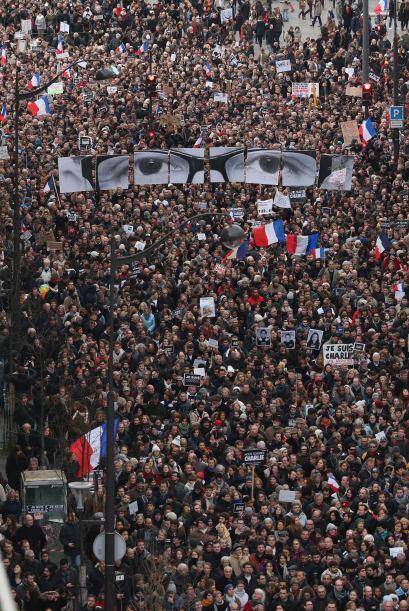 Muestran imágenes y pancartas de apoyo a las víctimas de los atentados q...