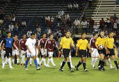 Las selecciones de Honduras y Venezuela jugaron un amistoso como prepara...
