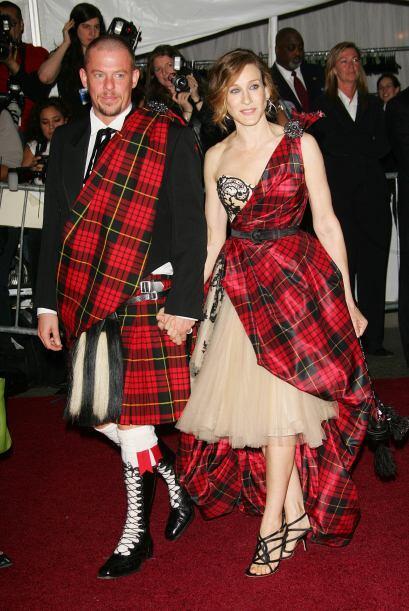 En varias de las galas del MET, Sarah ha usado vestidos de Alexander McQ...