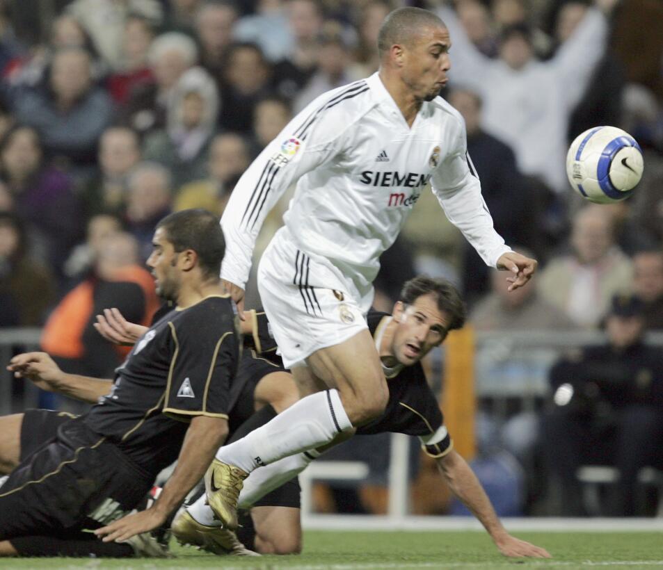Ronaldo (Retirado) - El 'Fenómeno' comenzó su carrera con 16 año...