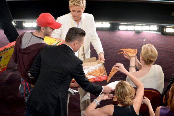 El chico entregó pizzas a famosos como Brad y Angelina, Meryl Streep, Ju...