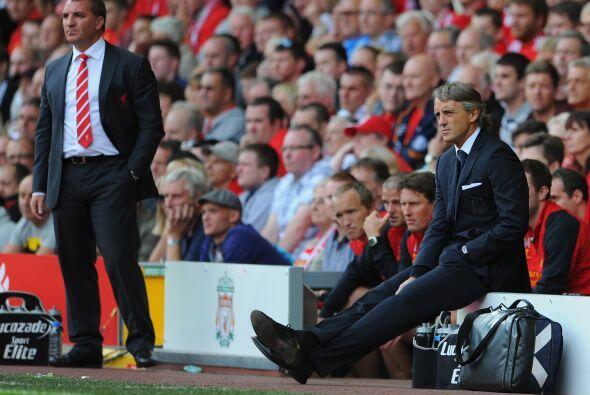 Los dos entrenadores, Mancini y Brendan Rodgers, veían el encuent...