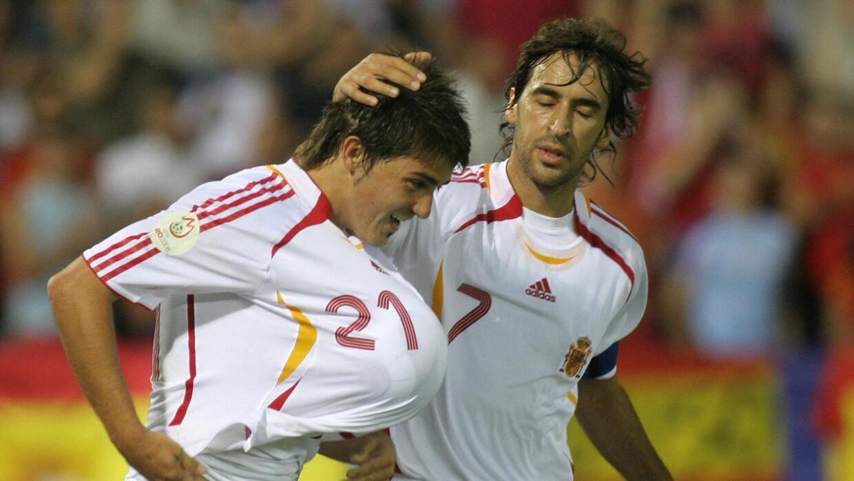 David Villa y Raúl en 2006, frente a Lietchtestein.