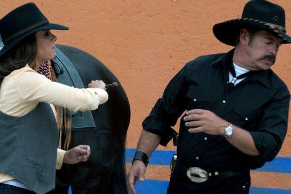 La Paquita del Barrio rural ¿Me escuchas, inútil, Rosendo?...