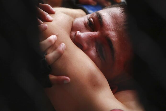 Una noche de muchos impactos se vivió con mexicanos como Brandon Moreno,...