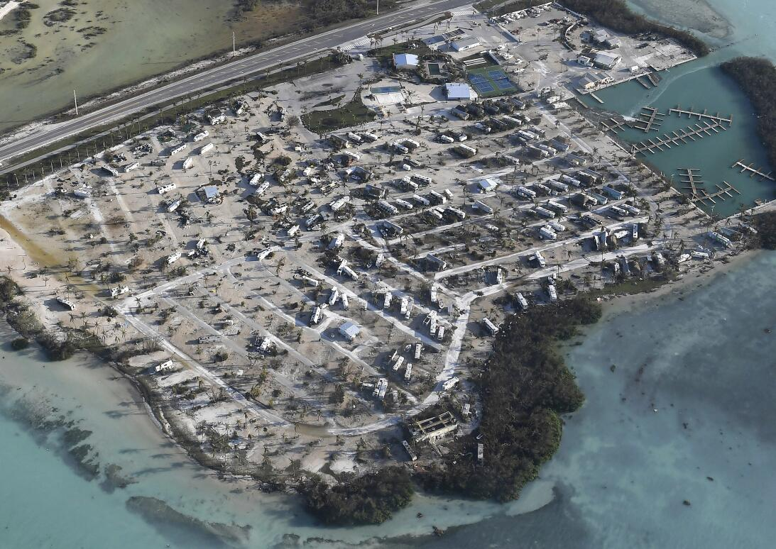 En fotos: Así se ve la destrucción en los Cayos de Florida  AP_172550966...