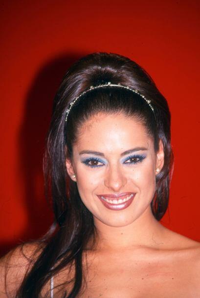 """En 1993  inició su carrera al ganar el concurso de belleza """"La chica TV""""."""