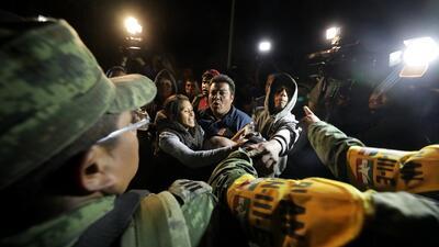 Sube a 66 el saldo mortal de la explosión de un ducto de gasolina en México