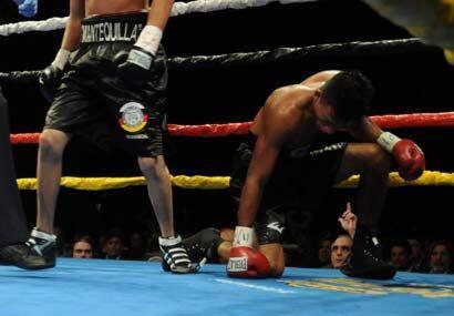 En el tercer asalto Arrola puso rodilla en tierra y no pudo recuperarse.