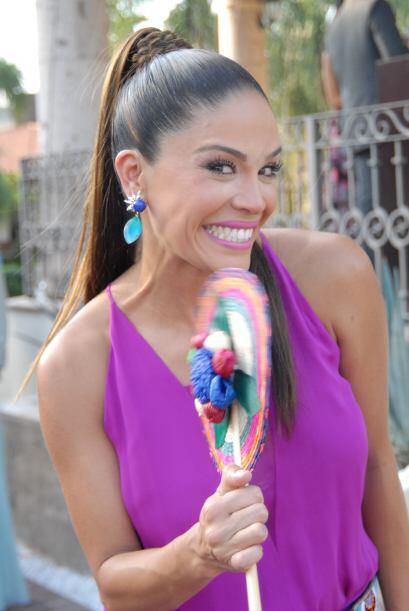 Karla Martínez, hermana del novio, lució radiante y feliz de recibir for...
