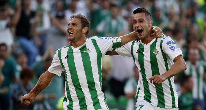 El Betis le ganó al Deportivo y Guardado puso asistencia 636411900286689...
