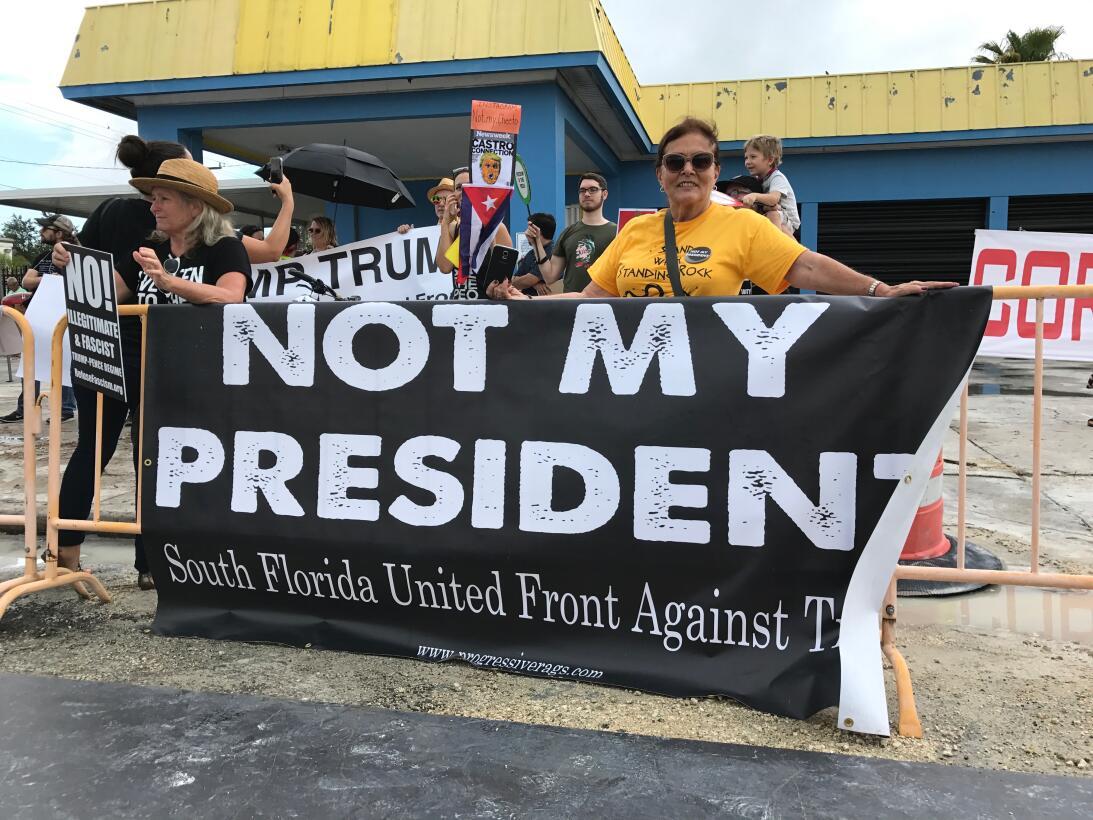 Manifestantes política de Trump a Cuba