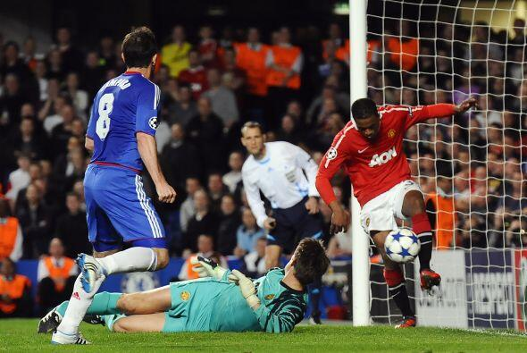 Frank Lampard estuvo muy cerca de igualar las cosas, pero la zaga se lo...