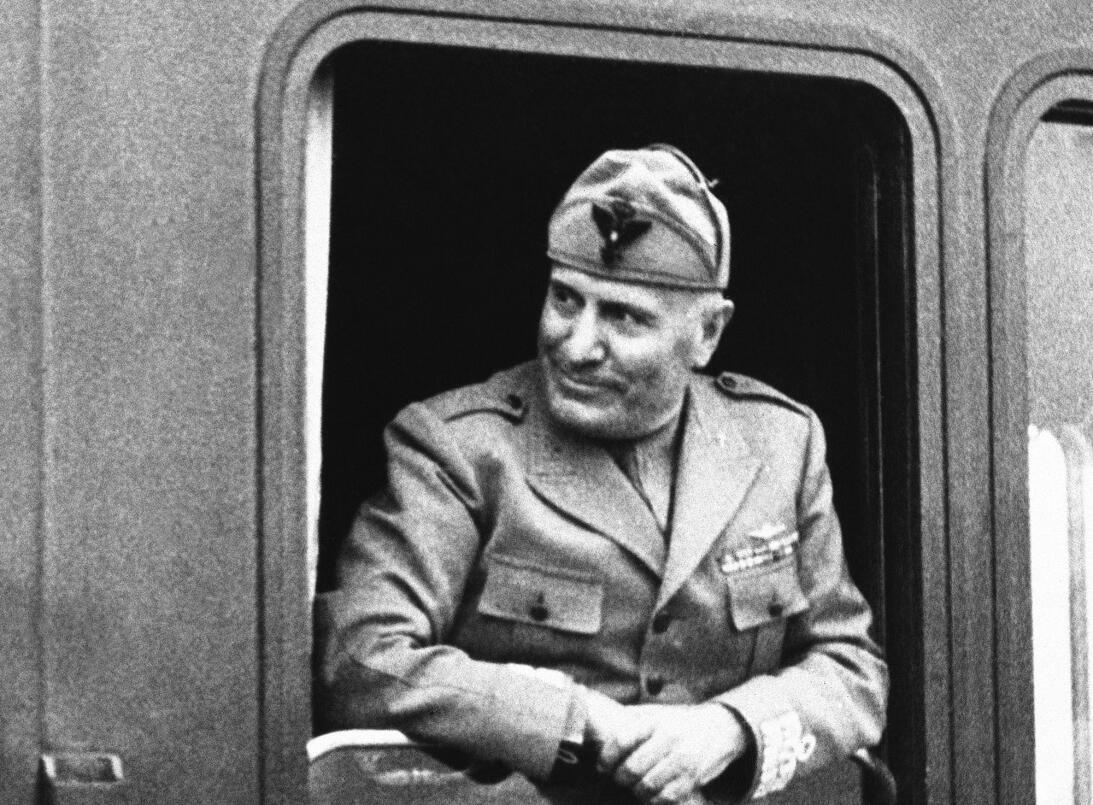 Historias del Mundial: cuando el fascismo impuso a su campeón  ap-442165...