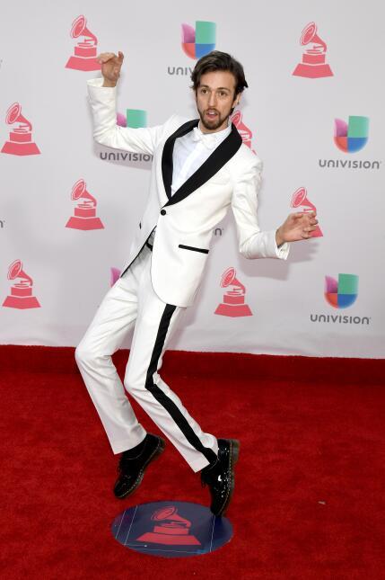 EstemanLlevar la corriente y vestir de blanco en una gala a la que la ma...