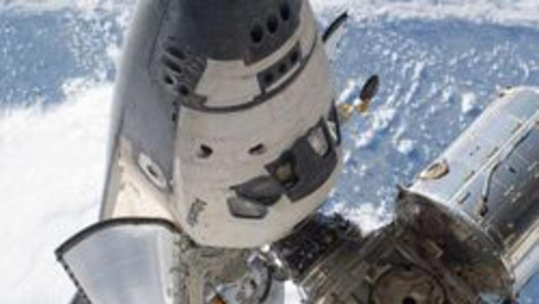 El Atlantis se desacopló de la base espacial internacional en su última...