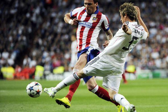 Fabio Coentrao ocupó el lugar de Marcelo y su actuación se caracterizó m...