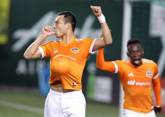 Cubo Torres festeja gol Houston Dynamo vs. Portland