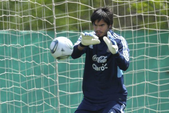 'Chiquito' Romero, arquero de la Fiorentina de Italia, se perfila como e...