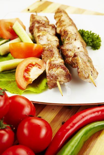 2.En lugar de tener una cena completa, puedes probar con una cena de en...