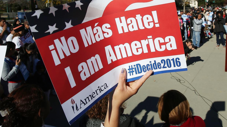 Cartel durante una protesta contra la poíìtica de deportaciones de Obama.