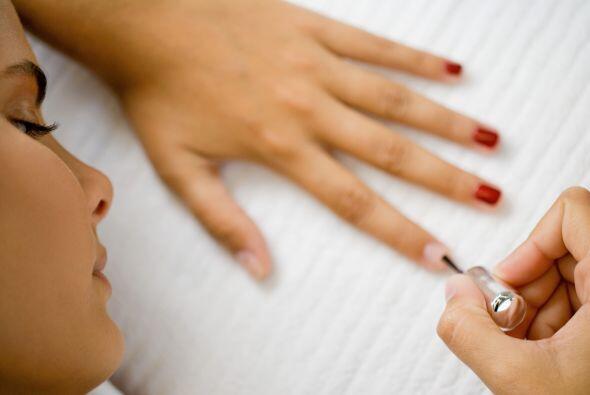 Arregla tus uñas: Si tienes 15 minutos no lo dudes, toma una lija, límal...