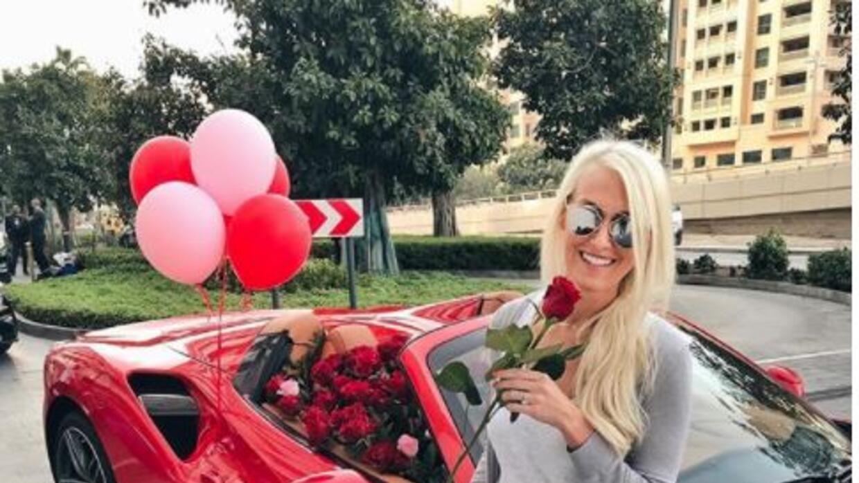 Youtuber recibe auto Ferrari