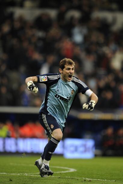 Portero: Iker Casillas (España/Real Madrid).)