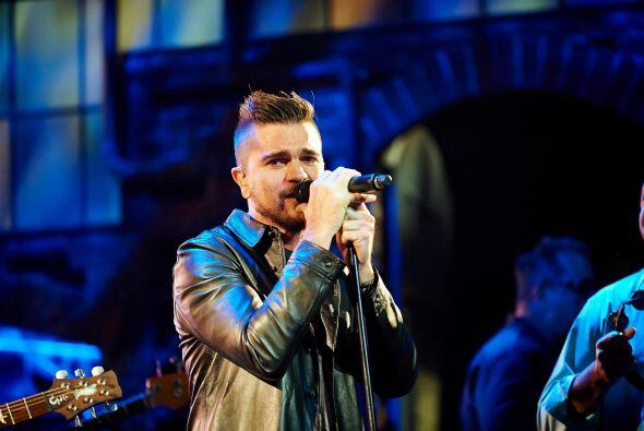 Juanes interpretó el tema 'La Flaca', acompañado por una orquesta en la...