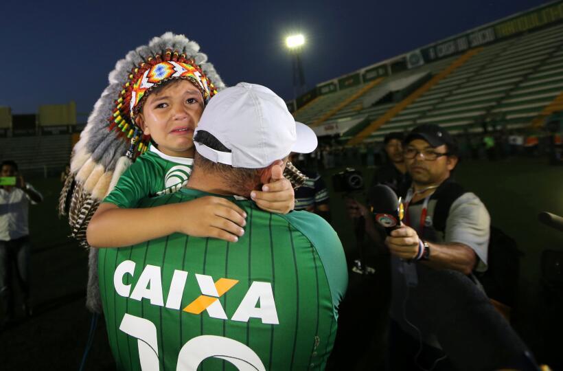El mundo del fútbol homenajeó al Chapecoense Chapecoense.JPG