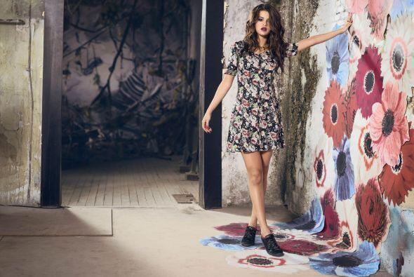 De la mano de Adidas, Selena te presenta varios diseños 'chics' que esta...