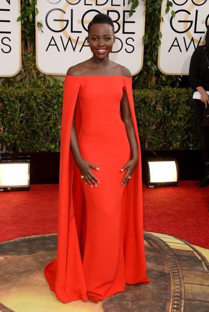 De las mejores vestidas de la noche fue   Lupita Nyong'o. Ella portó un...