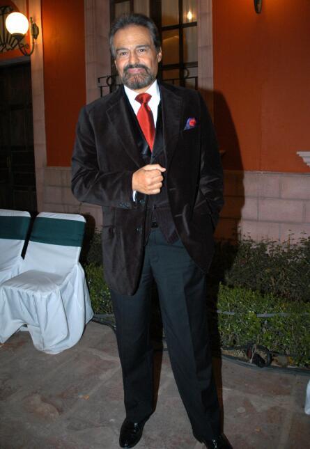 ¿Cómo prefieres a Sebastián Rulli? ¿Con o sin barba? 51.jpg