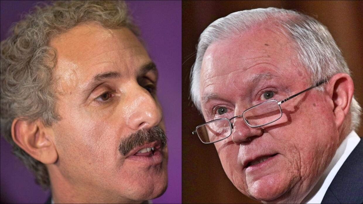 Fiscal vs. Fiscal. Mike Feuer de Los Ángeles y Jeff Session de EEUU.