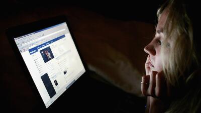 Exempleada de Facebook demanda a la empresa por haberse traumatizado eliminando contenido gráfico