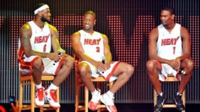Las super estrellas Chris Bosh, Dwayne Wade y LeBron James se unieron es...