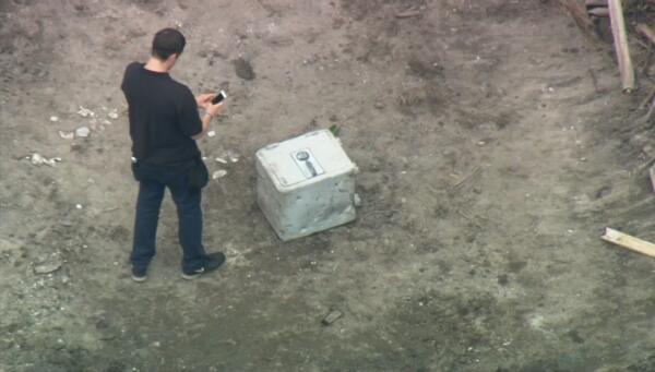 Encuentran caja fuerte en antigua casa de Pablo Escobar