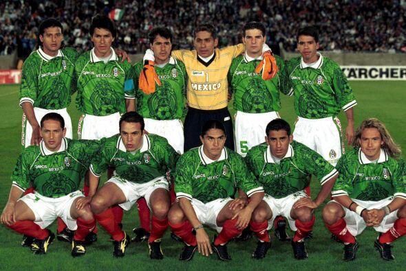 Posteriormente, intentaron usar una con el águila de la bandera mexicana...