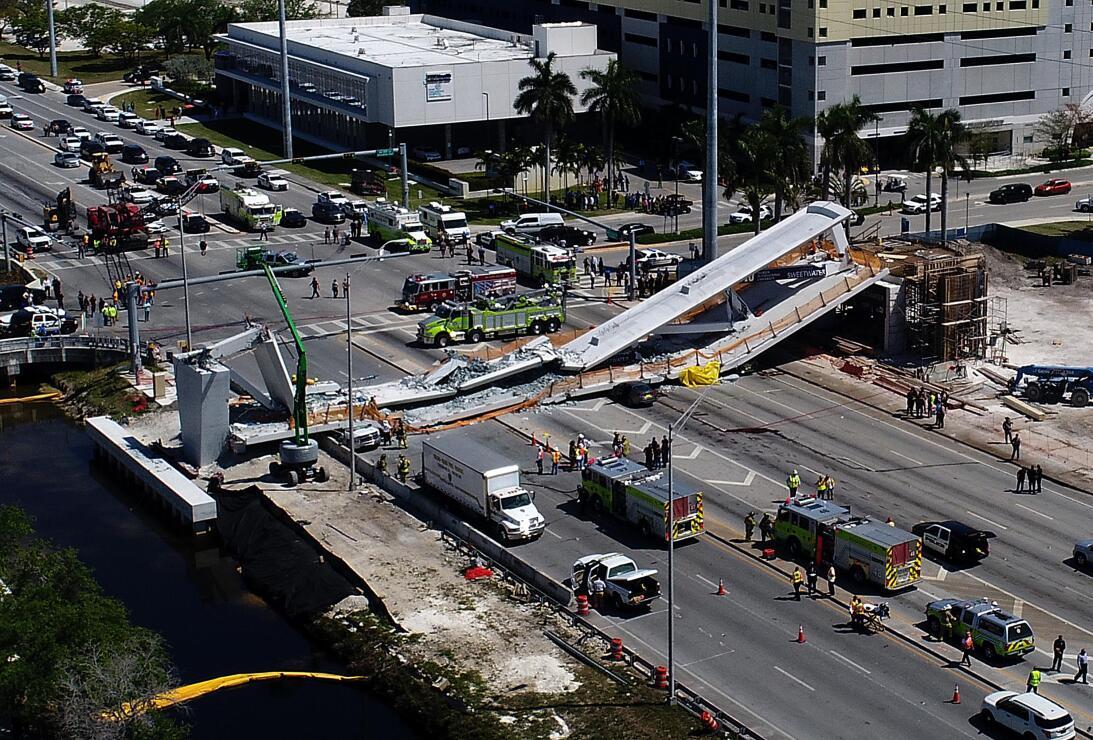 Im 225 Genes Del Puente Peatonal En Miami Ca 237 Do Encima De