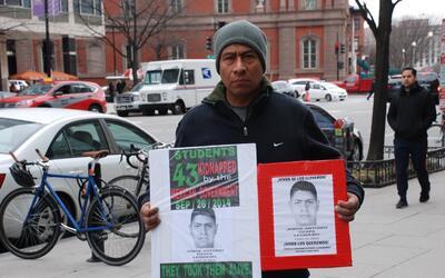 Antonio Tizapa sospecha que armas estadounidenses pueden haberse usado c...