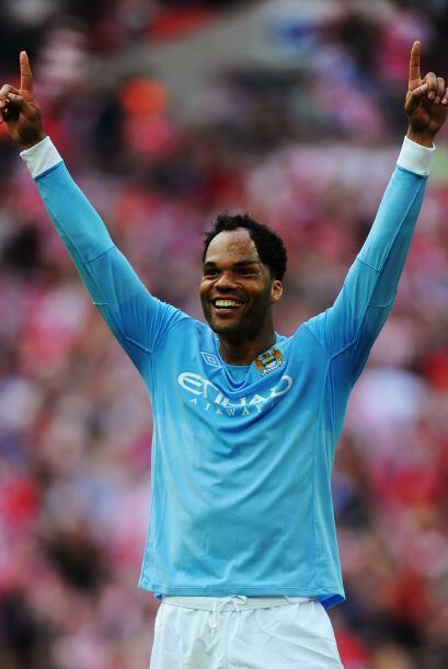 Su equipo se quedó con el tercer puesto de la Liga Premier y Lescott mar...