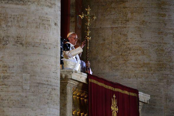 Franciso I se asoma al balcón de la Santa Sede.