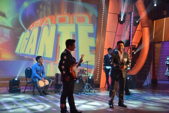 Y para continuar con la buena música, llega al programa el grupo La Apue...