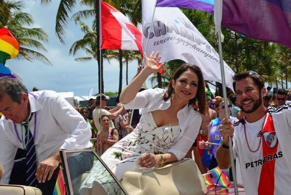 Gloria Estefan festejó a sus fans gays. Mira aquí los vide...
