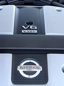 El nuevo motor DOHC V6 de 3.7 litros produce 332 caballos de fuerza.